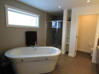 301, 400 Stemwinder-Bathroom 2 2016